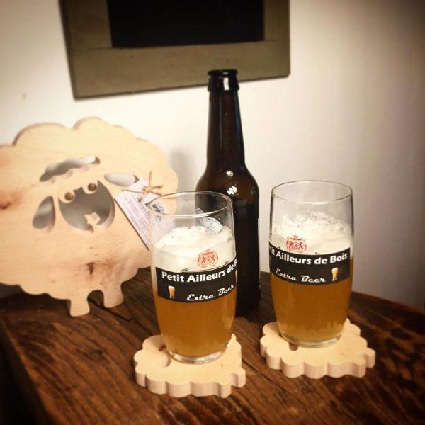 2 verres de bières et sous de bock moutons
