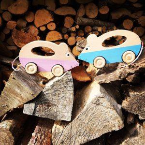 deux voitures en forme de souris