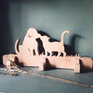 patère bois brut avec chien et chat