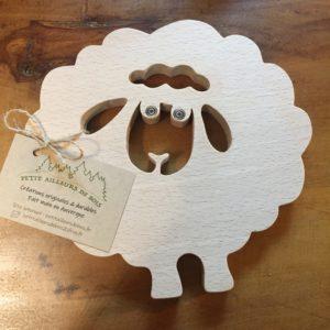 dessous de plat en forme de mouton en hêtre chantourné
