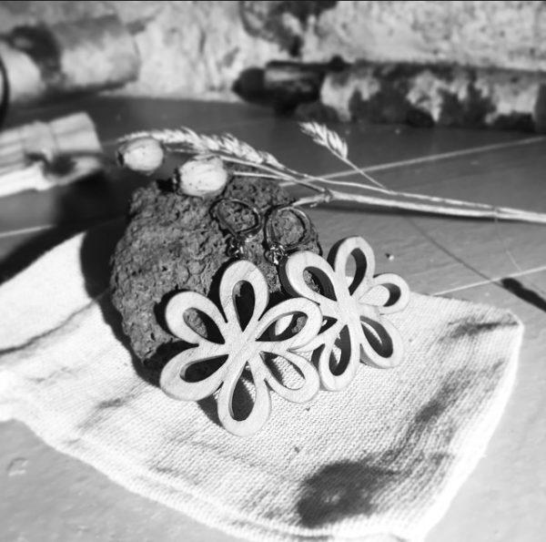 Boucles fleur Asters en merisier huilé attache en argent massif
