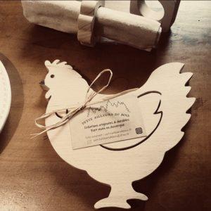 Dessous de plat Cocotte en forme de poule en hêtre massif non traité